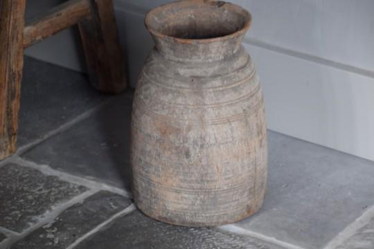 Houten Nepalese waterkruik