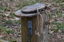 Ronde houten plank aan touw.