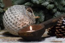 Besneeuwde kerstbal/ Ornament L