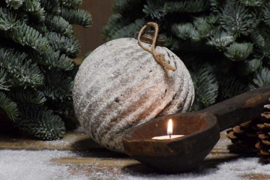 Besneeuwde kerstbal/ Ornament Rib L