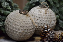 Besneeuwde kerstbal/ Ornament XL