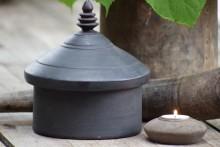 Oud zwart houten Tika pot XL 1