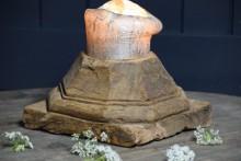 Oude houten poer kandelaar