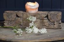 Stoere en robuuste hardhouten kandelaar