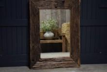 Stoere houten railway spiegel