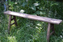 Robuust smal houten bankje