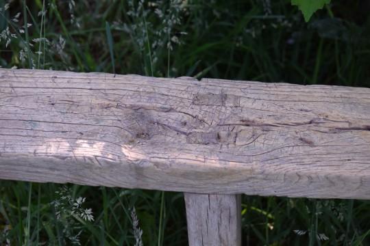 Smal houten bankje